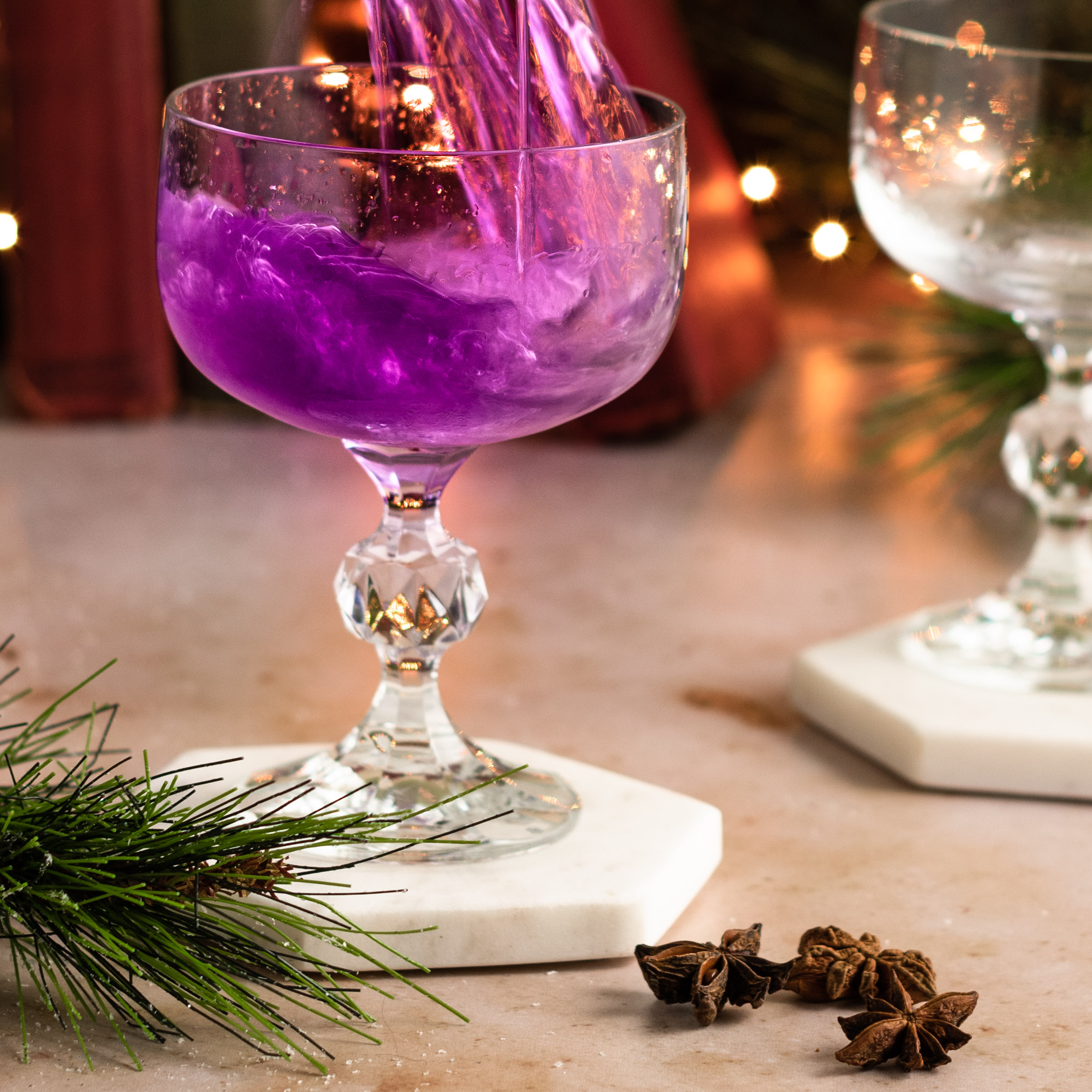 Pouring the purple coktail in to the glass