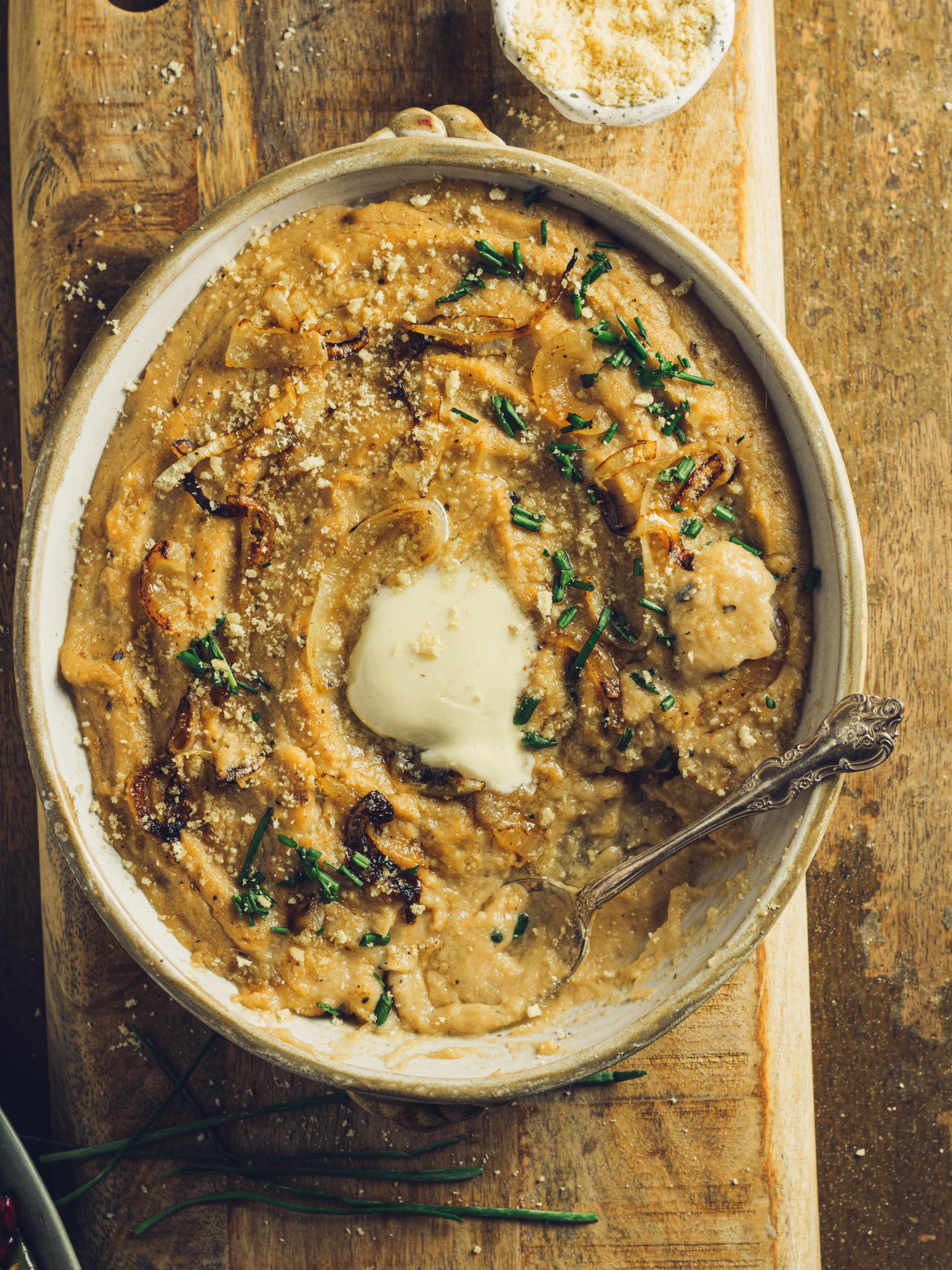 close up shot of creamy vegan mashed cauliflower