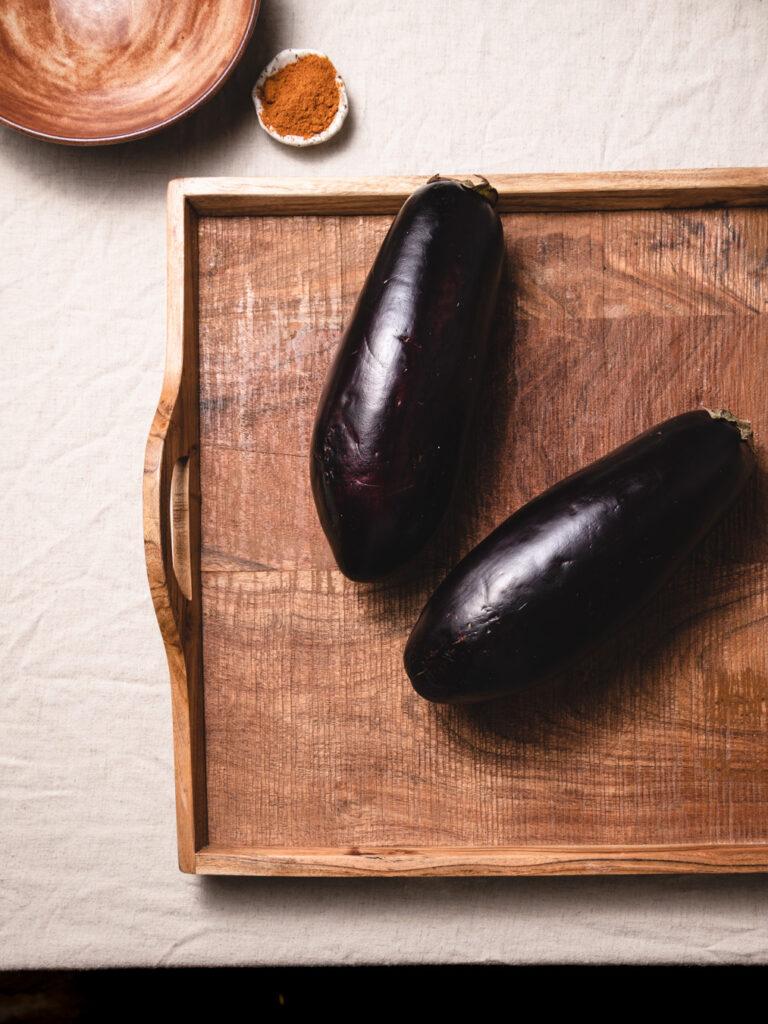 whole eggplants showing how to choose a ripe eggplant